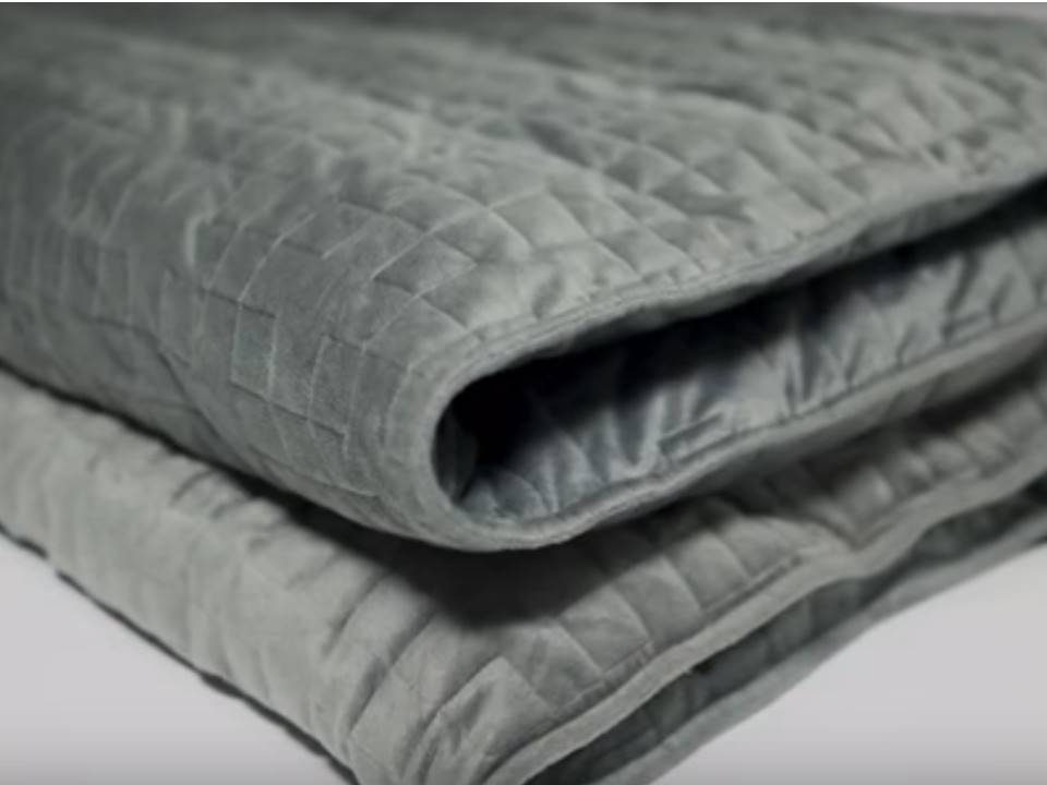 New Gravity Travel Blanket Lessens Stress While Sleeping, Lets You Feel Hugged