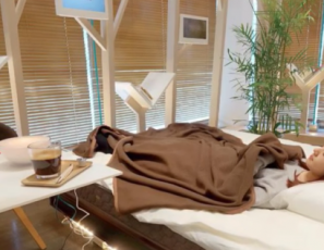 Tokyo Café Offers Customers Naps On A $9,000 Bed