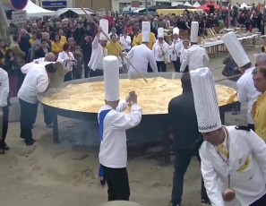 Giant omelette and Easter celebration Bessières