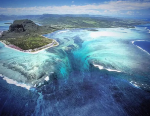 The 'Underwater Waterfall'One Of The Most Beautiful Places on Earth