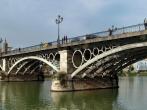 Polish tourist Sylwia Rajchel dies after selfie attempt on Puente de Triana bridge in Spain