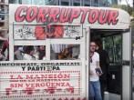 Nos montamos en el 'Corruptour', el bus