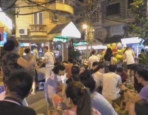 Bia Hoi Corner, and a Look about The Old Quarter, Hanoi...Panasonic HC V770