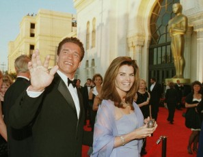 Actor Arnold Schwarzenegger (L) and his wife Maria Shriver during the 70th Academy Awards