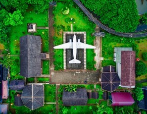 'Roadside Americana' is classic Plane-shaped gas station in Tennessee
