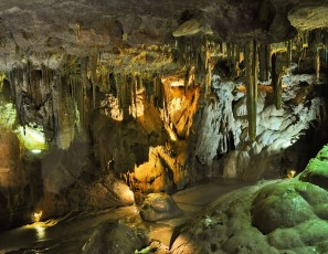 Visit to The Howe Caverns cylinder caves.