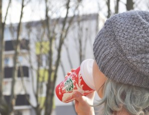 You Can Board Early on Alaska Airlines If You Have a Starbucks Holiday Cup