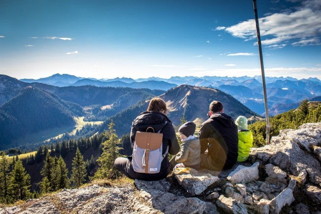 How to Make Fun Hiking Summer Trips with Kids